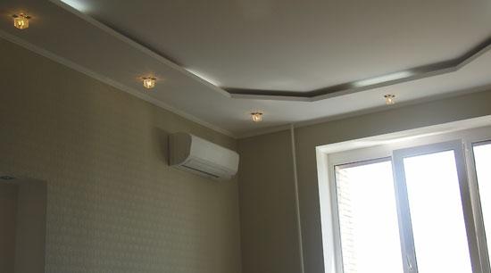 Отделка (ремонт) гостиной: Потолочные ниши и освещение, окно
